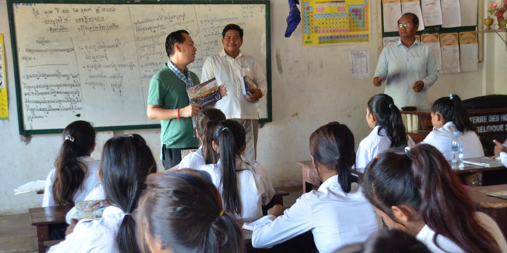 volunteer teaching in cambodia