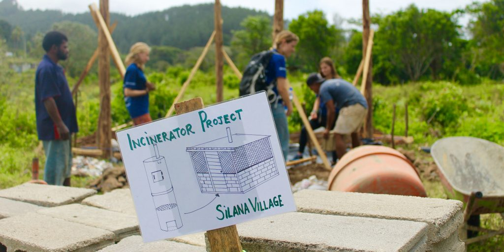 GVI participants in Fiji contribute to a construction project while taking a gap year.