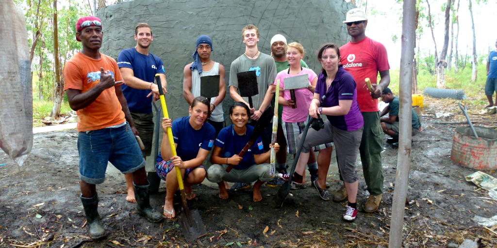 Assist with water conservation while volunteering in Fiji.