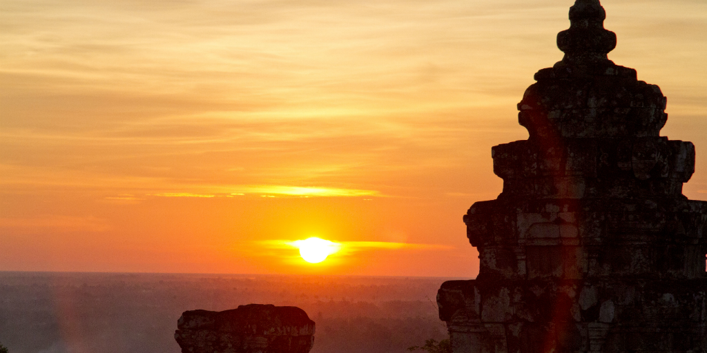 Wondering what to do in Siem Reap? Why not check out Phnom Bakheng