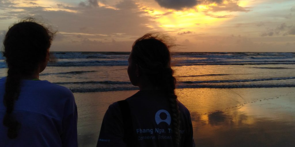 Volunteer to teach English and spend your spare time checking out the best travel experiences that Thailand has to offer.