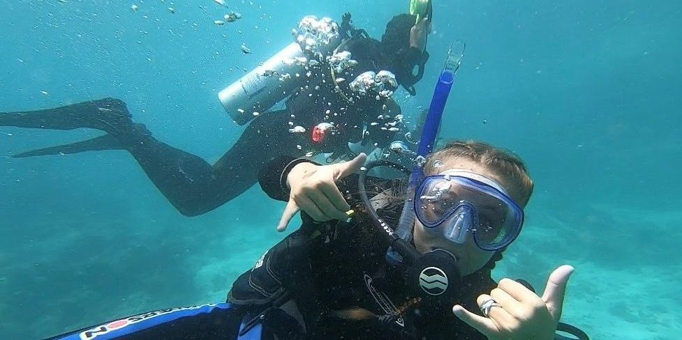 Participants volunteering abroad on one of our marine conservation programs.